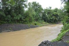 Река Miral на Bansalan, Davao del Sur, Филиппинах стоковые фотографии rf