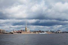 Река Neva, крепость Питера и Пола Стоковая Фотография RF