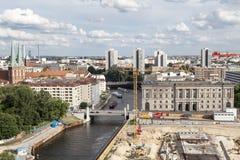 Река Nikolaikirche Берлин Германия оживления Стоковая Фотография RF