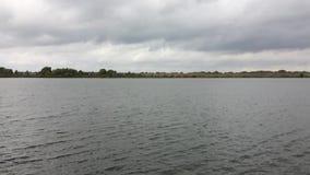 Река Oka пропускает в деревню Konstantinovo Область Россия Рязани видеоматериал