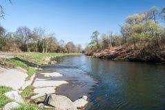 Река Olse около деревни Detmarovice в чехии около границ с Польшей стоковые изображения