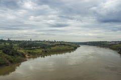 Река Paraná - граница Бразилии и Парагвая Стоковое Изображение RF