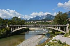 Река Piave, проходя Беллуно под мост Vittoria стоковое изображение rf