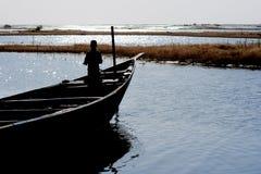 река pirogue Нигерии 6 рыболовов Стоковая Фотография RF