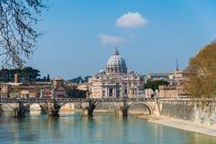 Река St Peter Тибра в Риме Италии Стоковое фото RF