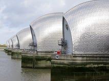 река thames london барьера Стоковые Изображения