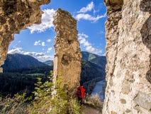 Река Vah от замка Strecno старого в северной Словакии Стоковые Фотографии RF