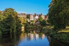 Река Wandsbek Morpeth, английский городок, английские дома на rive Стоковая Фотография