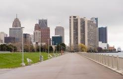 Река Waterfron горизонта города Детройта дорожки портового района городское Стоковые Изображения