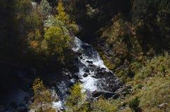 Реки горы в природном парке Posets-Maladeta, испанском языке Пиренеи Стоковые Изображения RF