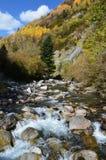 Реки горы в природном парке Posets-Maladeta, испанском языке Пиренеи Стоковые Фото