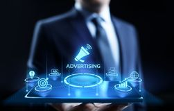 Рекламировать выходя на рынок концепцию дела роста продаж на экране стоковые изображения rf