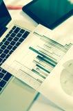 Рекламировать коммерчески концепцию маркетинга цифров продвижения Улучшать статистик Стоковое Фото