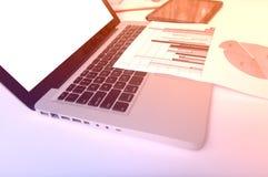 Рекламировать коммерчески концепцию маркетинга цифров продвижения Улучшать статистик Стоковая Фотография RF