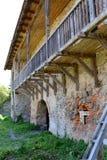 Реконструкция фантазии средневекового дворца в деревне Racos, Трансильвании Стоковое фото RF