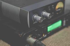 Рекордный звук в студии и аудио интерфейсе Стоковое Изображение
