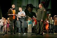 Рекруты молодых человеков и ветеран войск офицера Стоковые Фотографии RF