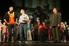 Рекруты молодых человеков и ветеран войск офицера Стоковое Изображение RF