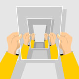 рекурсия Рука держа бумагу Стоковые Изображения
