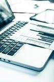 Рекламировать коммерчески концепцию маркетинга цифров продвижения Улучшать статистик Стоковое Изображение RF