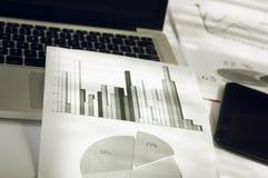 Рекламировать коммерчески концепцию маркетинга цифров продвижения Улучшать статистик Стоковое фото RF