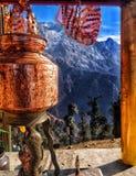 Религиозный индийский висок между горами стоковые фото