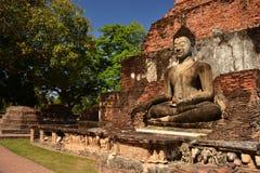 Реликвия буддийских висков в парке Sukothai историческом в Thailands стоковое фото rf
