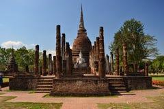 Реликвия буддийских висков в парке Sukothai историческом в Thailands стоковая фотография