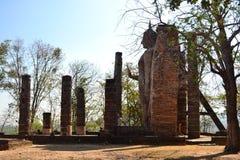 Реликвия буддийского виска в парке Sikothai историческом в Таиланде стоковые фотографии rf