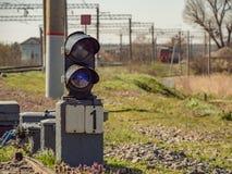 Рельсы гонщика дороги электрического локомотива транспорта груза перехода железнодорожные железнодорожные работают Стоковые Изображения