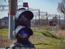 Рельсы гонщика дороги электрического локомотива транспорта груза перехода железнодорожные железнодорожные работают Стоковое Фото