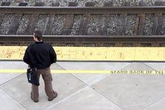 рельс регулярного пассажира пригородных поездов стоковое фото rf