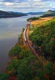 рельс регулярного пассажира пригородных поездов Стоковая Фотография