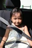ремень безопасности девушки пряжки Стоковое Фото