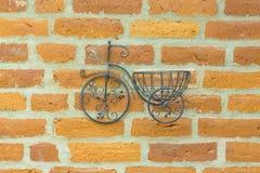 Ремесленничество велосипеда орнамента железное на стене Стоковые Фото