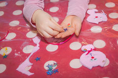 Ремесленничество мотыги детей, craftwork Стоковое Фото