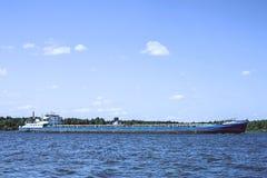 Ремесло реки двигая дальше реку Волгу Россия Стоковые Изображения RF