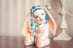 Реминисценции детства Старая винтажная handmade кукла плюша искусства Стоковое Изображение