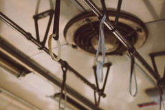 Ремни вися от крыши старого поезда Стоковые Фото