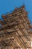 Ремонтина конструкции восстанавливая церковь стоковые изображения rf