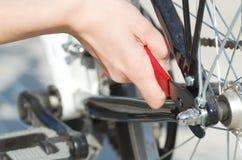 Ремонтировать крупный план велосипеда Стоковое Изображение RF