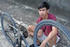 Ремонтировать мой старый велосипед стоковые фото