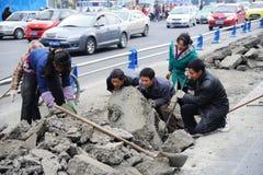 ремонтировать работников дороги Стоковые Изображения
