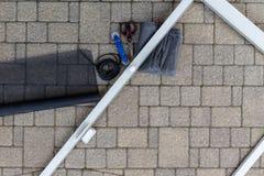 Ремонтировать старую дверь крылечку против вымощая камня Стоковое фото RF