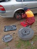 ремонтировать 2 автомобилей Стоковые Фотографии RF