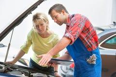 Ремонтная мастерская ремонта автомобилей Стоковая Фотография