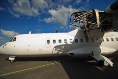 ремонты плоскости двигателя пирамид из камней авиапорта Стоковое Фото