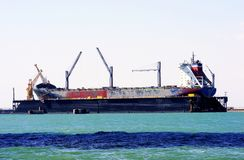 Ремонт грузових кораблей в верфях залива diz ¡ CÃ, AndalucÃa Испания Стоковые Фотографии RF