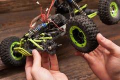 Ремонт игрушки модели автомобиля Rc Стоковое Изображение
