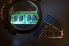 Ремонт компонентов компьютера стоковые фото